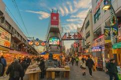 Ameyoko rynek w wieczór Zdjęcia Royalty Free