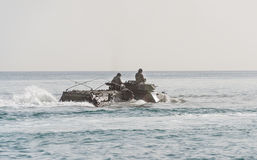 Amfibische personeelsdrager Stock Afbeeldingen