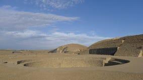 Amfiteater och pyramider i öknen av Huacho på 141 kilometer nord av Lima Arkivbild