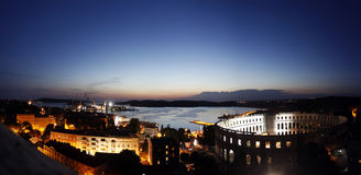 Amfiteater på nattljus Arkivbilder