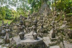 Amfiteatr bóstwo statuy w Buddha magii Ogrodowym lub Tajnym Buddha ogródzie Koh Samui wyspa, Tajlandia zdjęcia royalty free