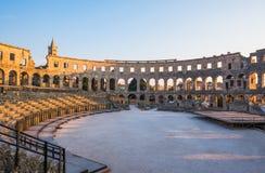 amfiteatru antycznych Croatia miejsca przeznaczenia sławnych pula rzymski turysta Obrazy Stock