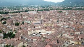 Amfiteatru kwadrat w Lucca mieście widok z lotu ptaka Włochy zbiory wideo
