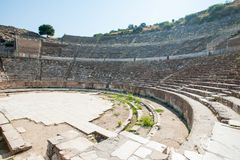 Amfitheater Coliseum in oude stad Ephesus, Turkije in een mooie de zomerdag royalty-vrije stock foto