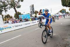 Amgen turnerar av Kalifornien Arg m?llinje f?r cyklister i den Morro fj?rden fotografering för bildbyråer