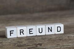 Ami allemand de mot, écrit en cubes Photos stock