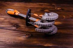 Ami de came de dispositif pour l'escalade sur la table en bois Photographie stock libre de droits