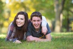 Ami et amie de sourire Photographie stock