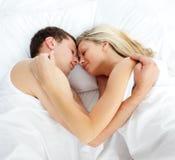 Ami et amie dormant dans le bâti Photo libre de droits