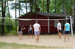 Ami jouant le volleyball Photos libres de droits