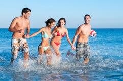 Ami joyeux à la plage Photo libre de droits