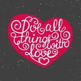 Ami tutte le cose con amore nel cuore su fondo d'annata Immagini Stock