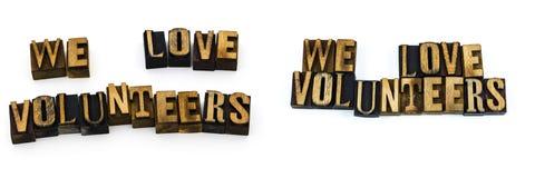 Amiamo l'aiuto del messaggio dei volontari Fotografia Stock