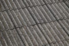 Amiante sur un toit image libre de droits