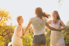 3 amiche ballanti Fotografia Stock