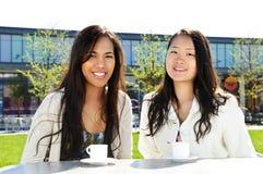 amiche del caffè che hanno Fotografie Stock