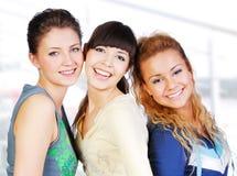 Amiche di Teengers Fotografie Stock Libere da Diritti
