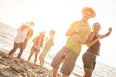 Amici alla spiaggia Immagine Stock Libera da Diritti