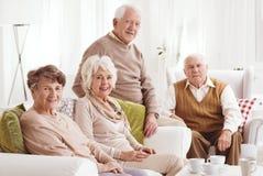 Amici anziani insieme fotografie stock libere da diritti