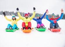 Amici che guidano le slitte della neve Immagini Stock Libere da Diritti