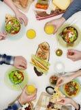Amici che hanno pranzo Fotografia Stock