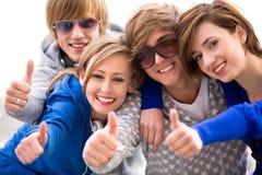 Amici con i pollici in su Fotografia Stock