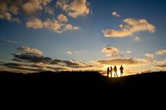 Amici del gruppo di tramonto Fotografie Stock Libere da Diritti