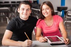 Amici della High School nella classe Fotografia Stock