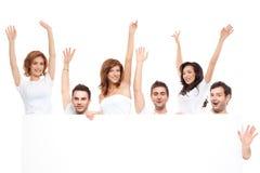 Amici felici sorridenti dell'annuncio Fotografia Stock Libera da Diritti