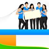 Amici giovani che tengono cartello in bianco Fotografia Stock