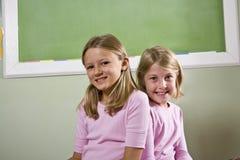 Amici nell'aula del banco Fotografie Stock