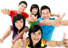 Amici sorridenti emozionanti felici Immagini Stock
