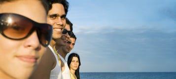 Amici sulla spiaggia Fotografia Stock Libera da Diritti
