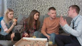 Amici teenager che hanno un disaccordo serio a casa Fotografia Stock