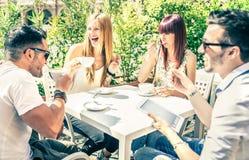 Amici in un caffè Fotografia Stock