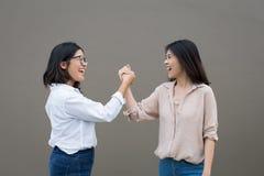 Amicizia asiatica della donna fotografie stock libere da diritti