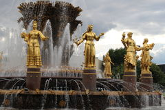 Amicizia della fontana della gente a VDNH a Mosca, Russia fotografie stock