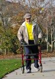 Amico anziano che si esercita nella sosta 2 Immagine Stock