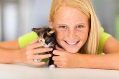 Amico dell'animale domestico della ragazza immagine stock
