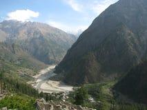 amid sediment för flod för kullar för gruppdeposits Arkivbild