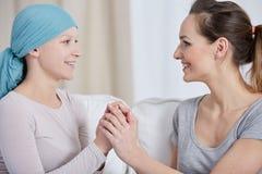 Amie de soutien de femme avec le cancer Images stock