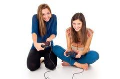 Amie pour jouer des jeux vidéo Image libre de droits