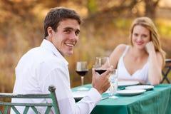 Amie romantique de dîner d'homme Photographie stock