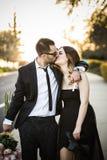 Amie romantique et ami de couples ayant le parc d'été d'amusement Photographie stock