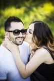 Amie romantique et ami de couples ayant le parc d'été d'amusement Photo stock