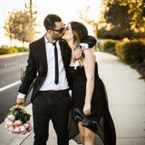 Amie romantique et ami de couples ayant le parc d'été d'amusement Photos stock