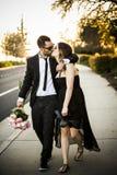 Amie romantique et ami de couples ayant le parc d'été d'amusement Photographie stock libre de droits