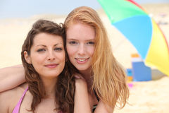Amies à la plage Photographie stock libre de droits