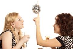 Amies avec le champagne Image stock