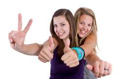 Amies d'adolescent ayant l'amusement Images stock